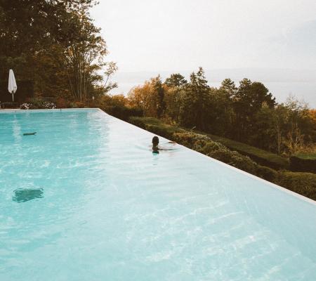 Réfection de l'étanchéité de piscine avec revêtement polyester
